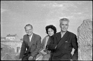 Dr. Sergij Vilfan na ekskurziji v Istri, 1958. SI_ZAL_LJU/0342 Zbirka fotografij, Neg III L., št. 902, 35mm.